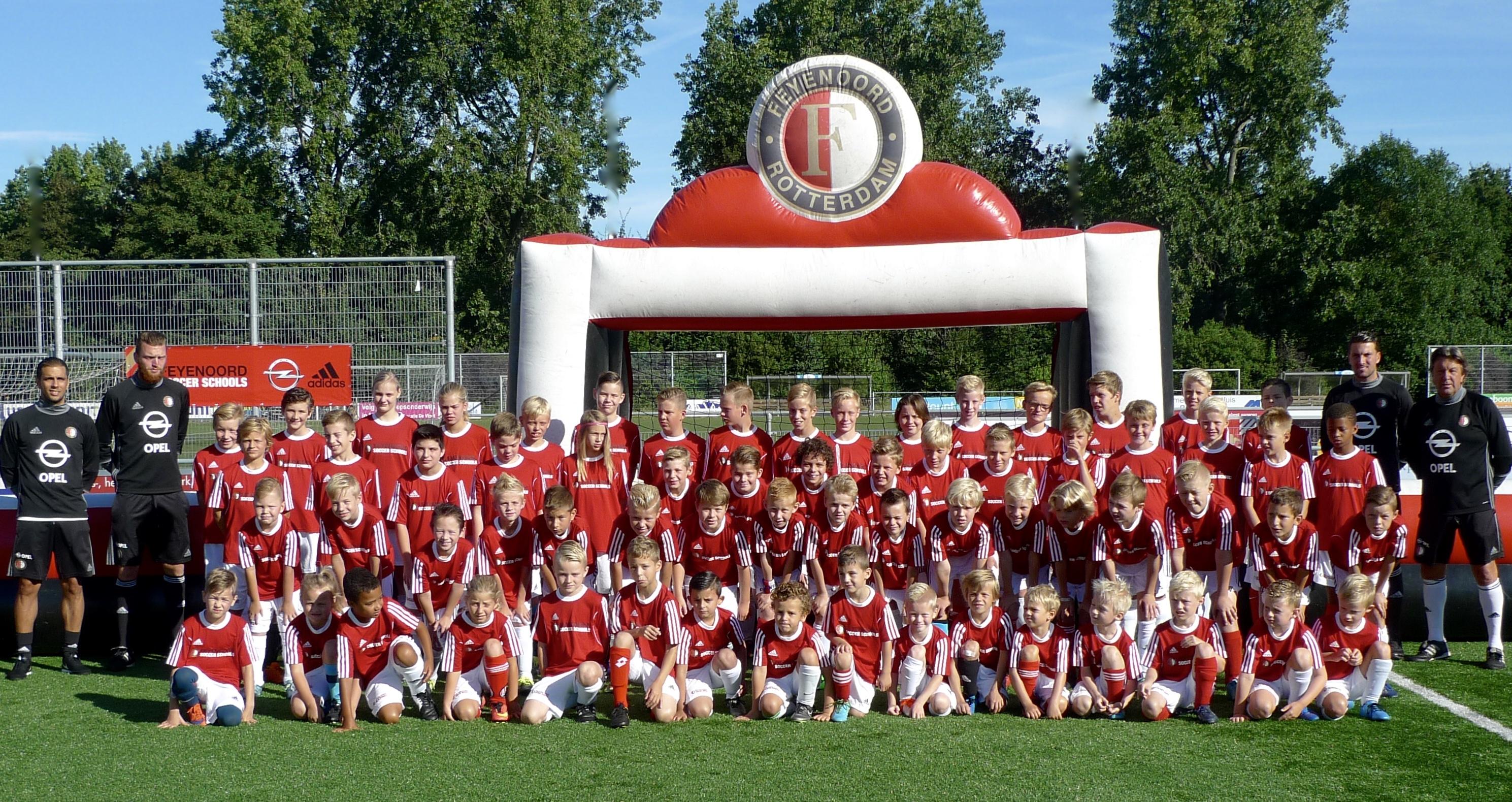 9ee34ba66cd Feyenoord heeft het Sportcomplex van VDL andermaal uitgekozen voor een  schitterend zomerkamp voor uw kind. Schrijf je in voor de Feyenoord Soccer  Schools ...